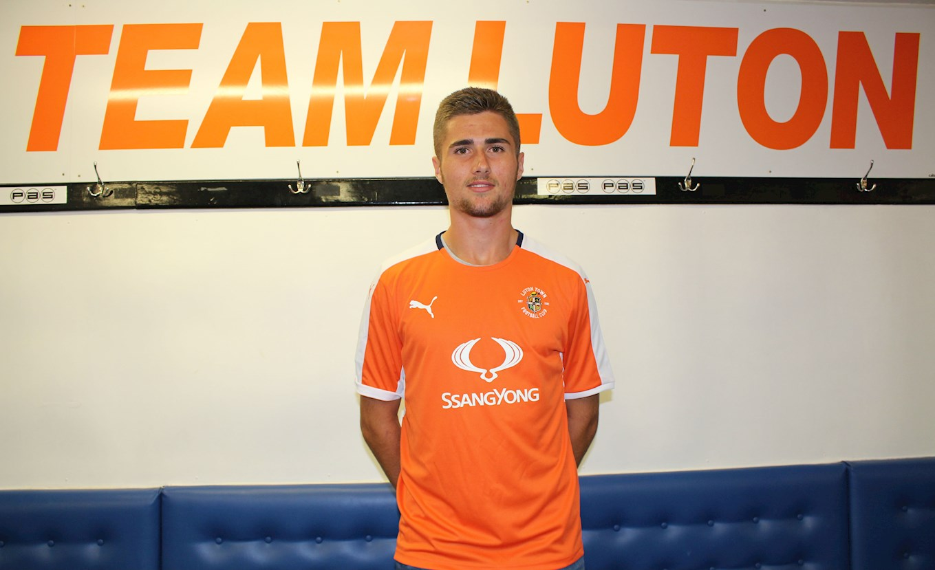 New Signing Aaron Jarvis Arrives From Basingstoke News