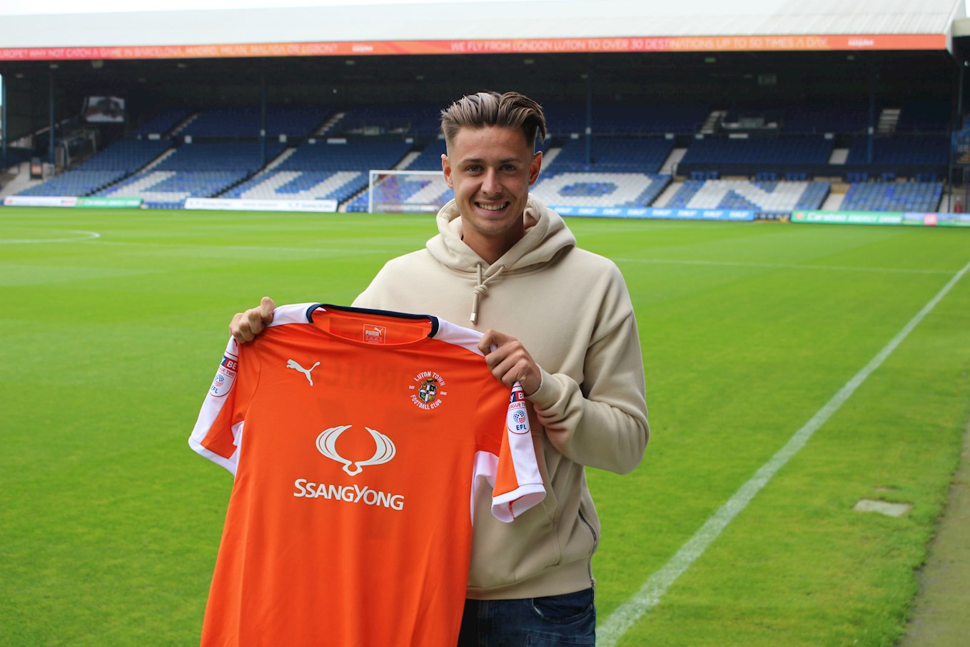Summer Signing No 9 Harry Cornick Is A Hatter News